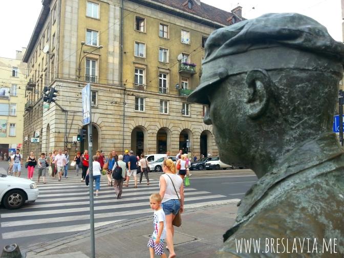 Le 14 statue in bronzo senza nome comparse nella notte a Breslavia